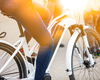 Elektrische fietsers sporten even hard als gewone fietsers