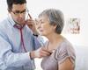 Comment évaluer le risque cardiovasculaire total chez les patients âgés?