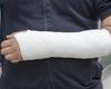 Rapport d'un cas de luxation carpo-métacarpienne dorsale des4 derniers rayons de la main