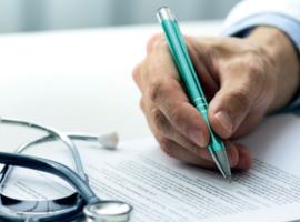 Demande du patient au médecin traitant de remplir des formulaires médicaux : quelle obligation ?