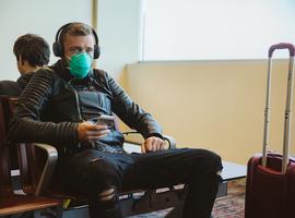L'OMS recommande le port du masque dans les lieux fermés sans aération adéquate