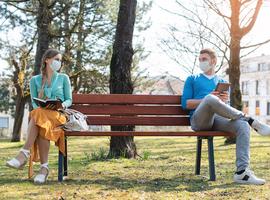 Contact social, travail, école: les experts préconisent de privilégier l'extérieur