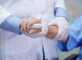 Covid et résidents de MRS : un protocole actualisé pour les médecins traitants