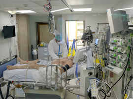 Les hôpitaux, appelés à multiplier les lits, craignent la saturation d'ici quelques jours