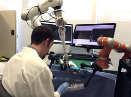 STAR, de robot die menselijke darmen kan hechten
