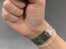 Un bracelet connecté analyse la sueur en temps réel pour un diagnostic plus précoce