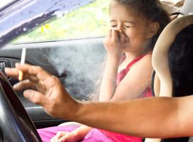 Roken in auto in bijzijn van kinderen voortaan verboden