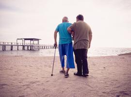 Steeds meer Vlamingen zorgen voor familielid, vriend of buur