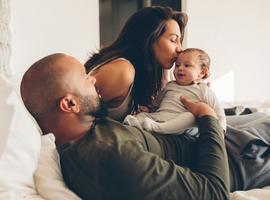 Câliner son bébé? C'est approuvé par la science!