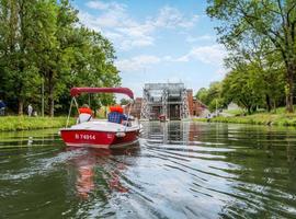 En bateau électrique sur le Canal du Centre historique