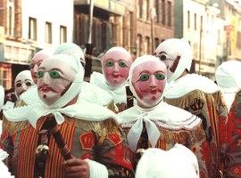 Les Gilles et les Travestis envahiront la Cité binchoise les 3, 4 et 5 mars