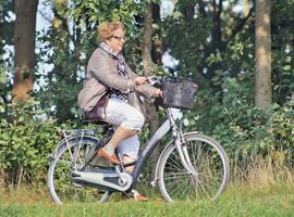 Le vélo électrique: un moyen de faire bouger les personnes âgées?