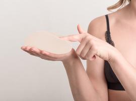 Implant files - Borstimplantaten preventief verwijderen tegen kanker is niet nodig