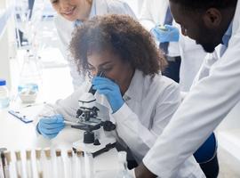 Les nouveaux chercheurs financés par le Télévie ont reçu leur blouse blanche