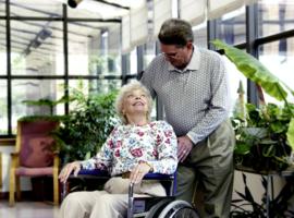 Iriscare legt nieuwe vrijwilligerslijst aan voor Brusselse verzorgingstehuizen