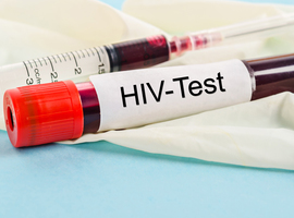 Un centre de dépistage peut-il prescrire un traitement curatif contre une IST ?