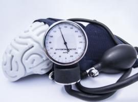 Micro-infarctus cérébraux et trajectoires de pression artérielle