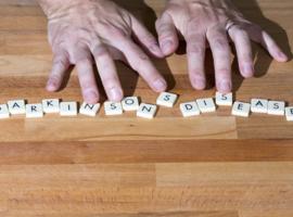 Maladie de Parkinson héréditaire: gène LRRK 2 et activité cholinergique