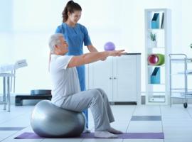Pourquoi la physiothérapie spécialisée est préférable chez les patients parkinsoniens
