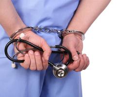 Un médecin italien poursuivi pour avoir provoqué la mort de patients Covid