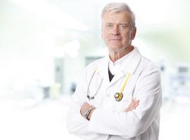 Quelles sont les spécialités qui comptent le plus de médecins actifs après 65 ans ?
