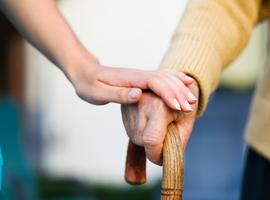 Le KCE ne réfléchit pas à la suspension des traitements pour les personnes âgées