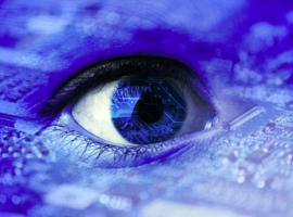 Une patiente reçoit pour la première fois un oeil bionique en Belgique (UZ Gent)