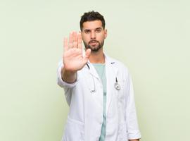 Spécialistes en formation: des chiffres sur les médecins qui arrêtent leurs stages