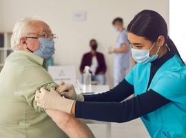 D'ici dimanche, 55.000 résidents de MR/MRS flamandes auront reçu la première injection