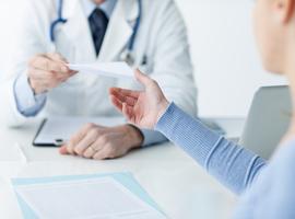 Huisarts geschorst die patiënten attesten voorschreef voor niet dragen van mondmasker