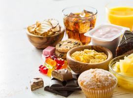 De invloed van suiker op gewichtstoename hangt af van het feit of die vast of vloeibaar is