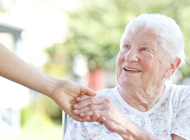 Welke impact heeft de eerstelijnstherapie  bij 70-plussers met acute myeloïde leukemie?