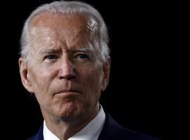 VS-president Biden gelast vlaggen halfstok te hangen ivm 500.000 coronasterfgevallen