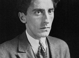 Jean Cocteau over het voetlicht in Den Bosch