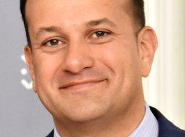 Le Premier ministre irlandais propose ses services de médecin