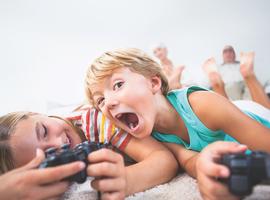 Enfants et jeux vidéo: que conseiller aux parents inquiets?