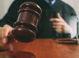 Rechter veegt vloer aan met beroepsgeheim (proces ozondokter)