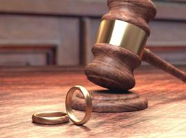 Un hôpital catholique veut licencier son médecin-chef en raison de son divorce et son remariage
