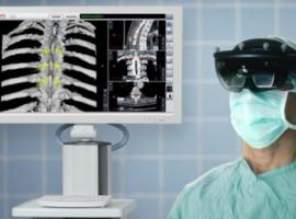 Eerste toepassing van 'augmented surgery' met behulp van de HoloLens