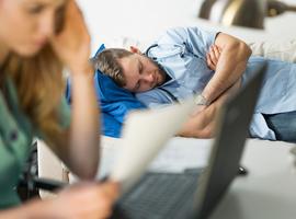 Surcharge de travail des médecins en formation: l'ABSyM dénonce le rôle des universités