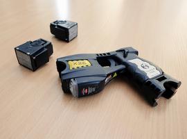 La police utilise un pistolet à impulsion électrique contre un homme atteint de démence