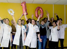 Patiëntenbegeleiding blaast 10 kaarsjes uit