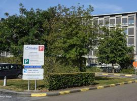 Le chef des urgences de la clinique de Libramont, assumant un non-port du masque, écarté