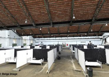 De premiers sans-abri au centre d'accueil MSF à Bruxelles