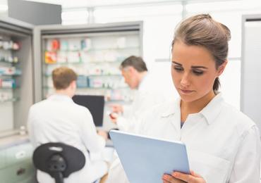 Mag een arts eigenaar zijn van een officina-apotheek?