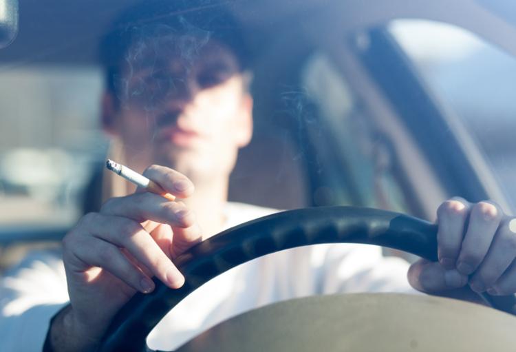 premier pas vers l 39 interdiction wallonne de fumer en voiture en pr sence d 39 enfant medi sph re. Black Bedroom Furniture Sets. Home Design Ideas