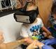 Utiliser un masque de réalité virtuelle diminue la douleur chez l'enfant pendant les soins
